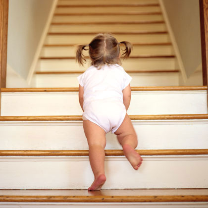 Video sit turn and scoot teach your toddler how to go down stairs - Resource com verven ...